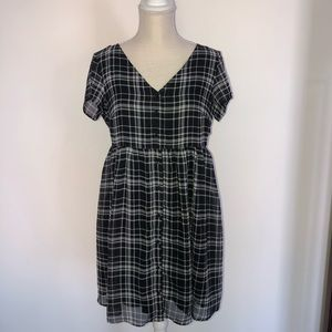 Old Navy black and white button down dress